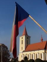 Libošovický_kostel_s_vlajkou