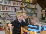 M© na náv¹tìvì v knihovnì3