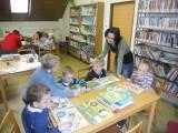 M© na náv¹tìvì v knihovnì5