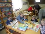 M© na náv¹tìvì v knihovnì6