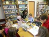 M© na náv¹tìvì v knihovnì8