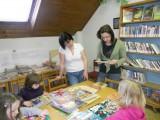 M© na náv¹tìvì v knihovnì9